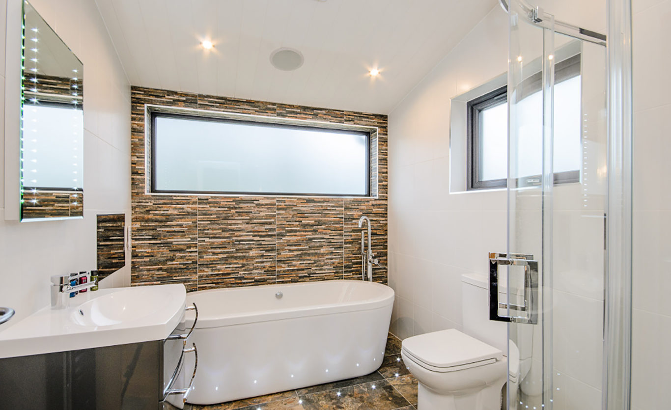 The Glade Timber Lodge — Bathroom