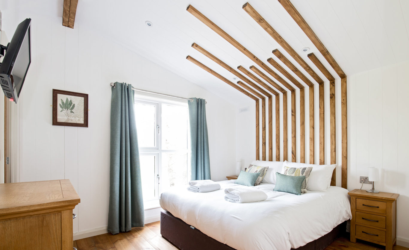 Skyline View Timber Lodge — Master bedroom