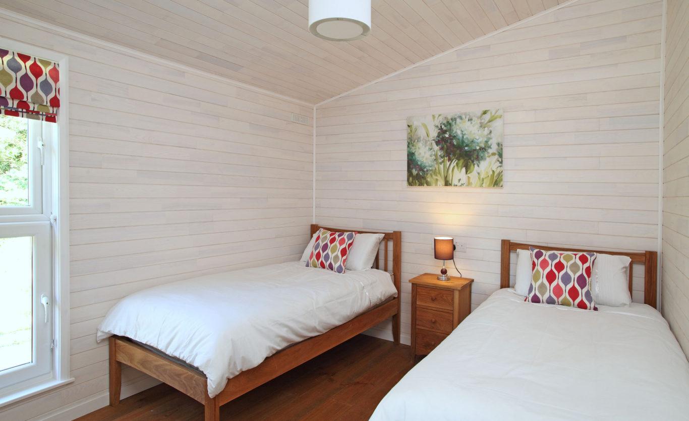 The Skyline Timber Lodge — Twin bedroom