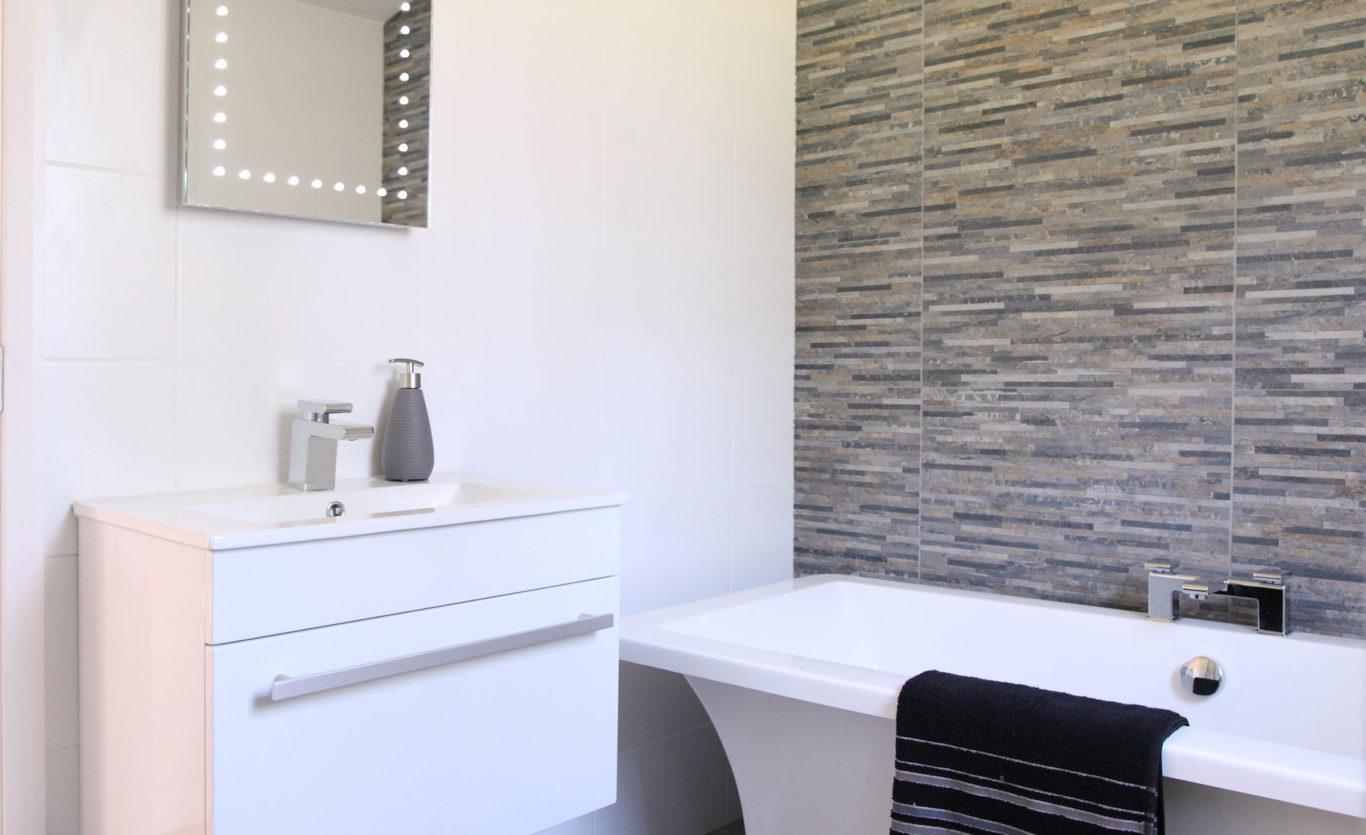 The Skyline Timber Lodge — Bathroom