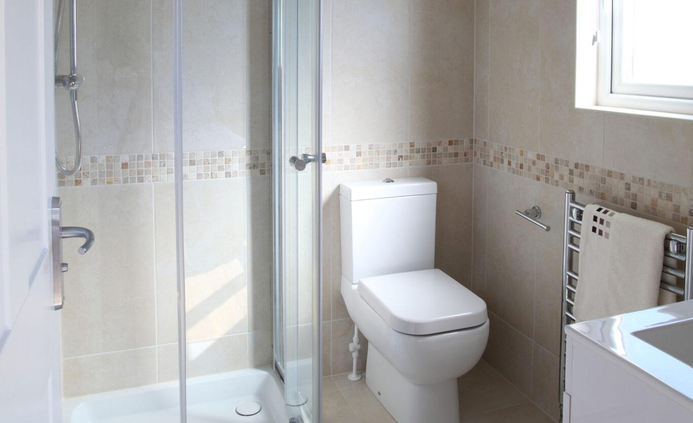 The Skyline Timber Lodge – Ensuite Bathroom